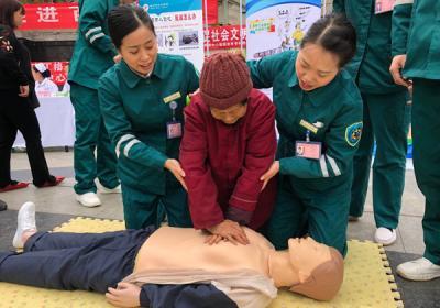 服务人民健康  健康护航队在行动